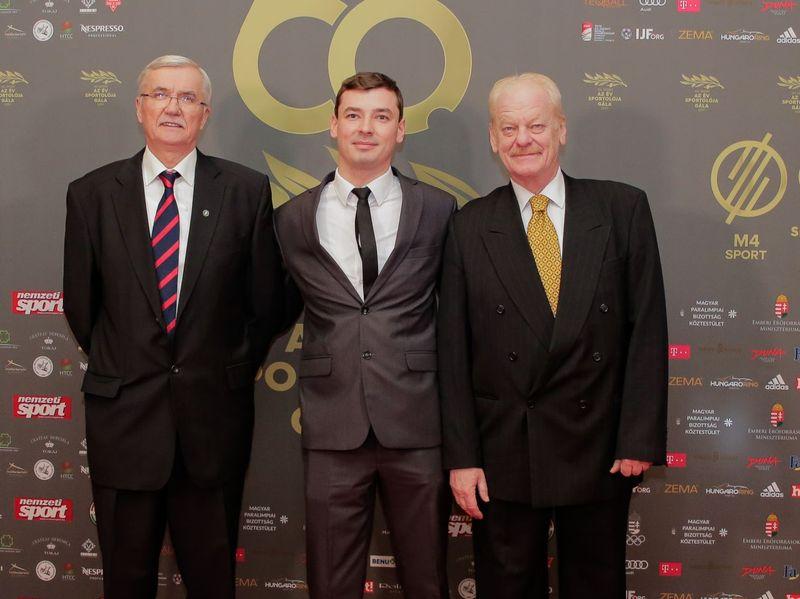 Osváth Richárd (középen), Beliczay Sándor edző (balra) Fotó: hparalimpia.hu